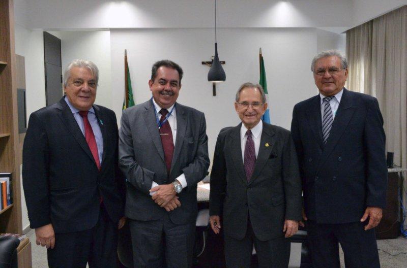 Representantes dos comerciários agradecem a Figueiró por projeto que beneficia categoria