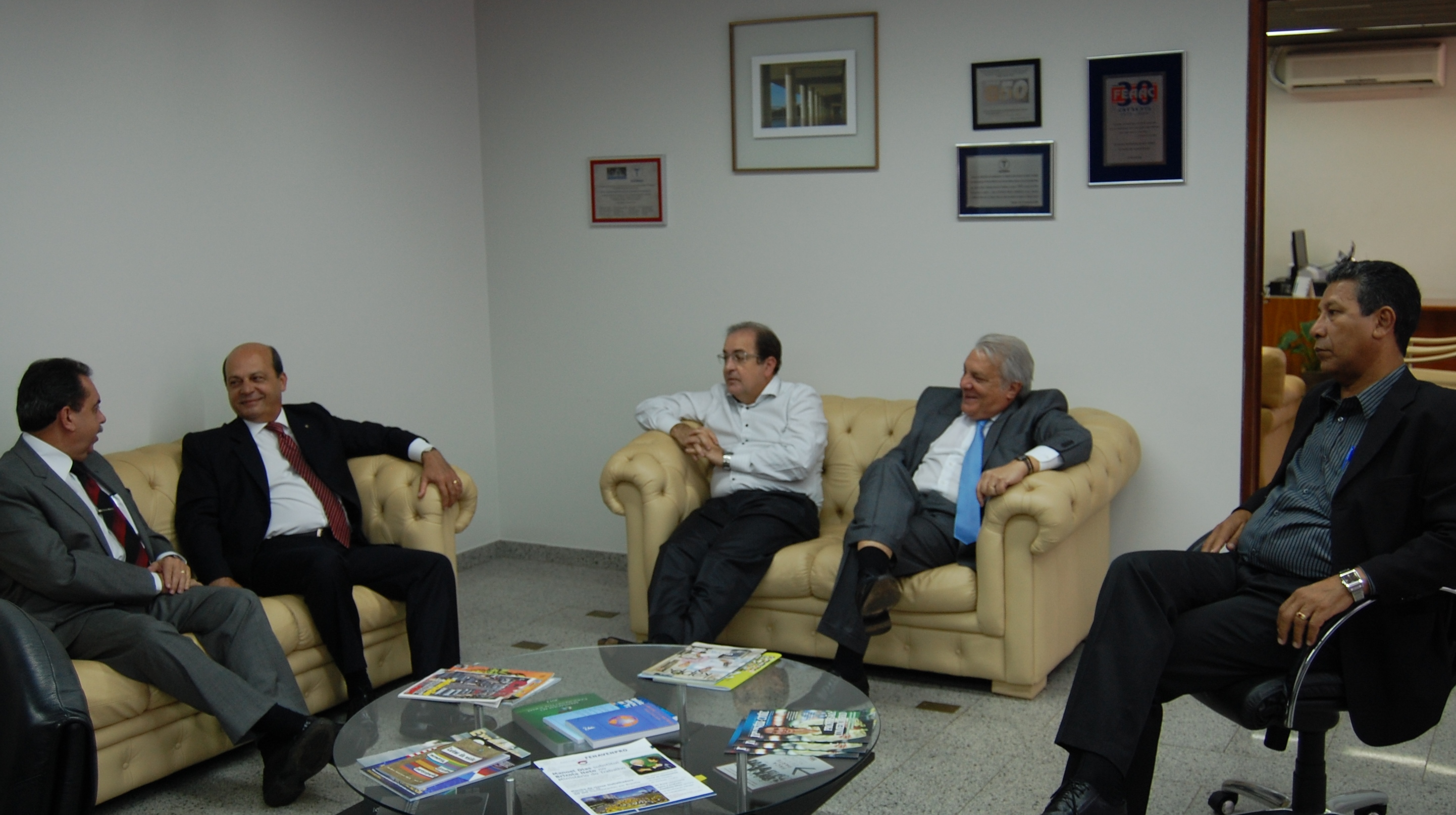 Presidente da Comissão de Trabalho reúne-se com Diretores na CNTC