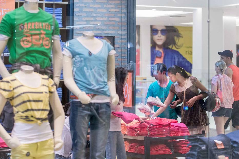 DNT     14-10-2013    MARABA - PA  /  EMBARGADO  /  ESPECIAL DOMINICAL  /  EXCLUSIVO ECONOMIA  OE  /  VAREJO NO NORTE  -  As grandes empresas brasileiras do varejo estao investindo na regiao norte do Pais onde shoppings estao sendo abertos como Patio Maraba (foto) em Maraba, municipio do interior do Para, inaugurado em maio de 2013 -  FOTO DANIEL TEIXEIRA/ESTADAO